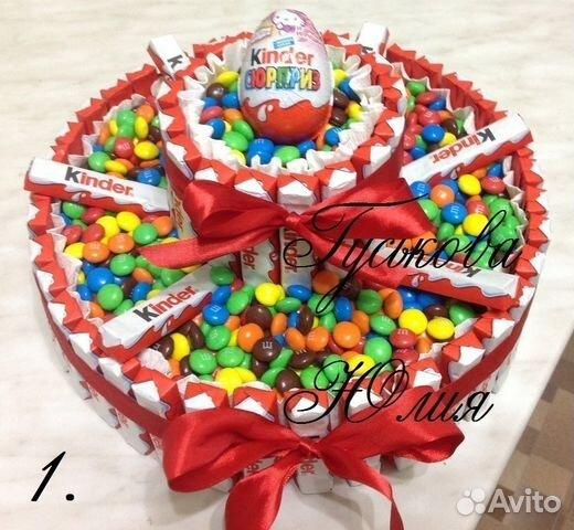 Подарок из конфет и киндеров 96