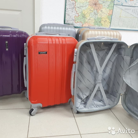 Прочнейшие чемоданы купить в Республике Татарстан на Avito ... e15924e2049